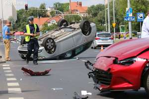 Skoda dachowała na skrzyżowaniu w Olsztynie