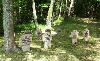 Kwatera wojenna na cmentarzu w Wyłudach