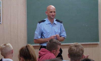 Bezpieczeństwo podczas wakacji – spotkanie w szkole w Hartowcu