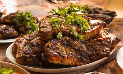 Polacy najchętniej jedzą mięso, ziemniaki i pieczywo