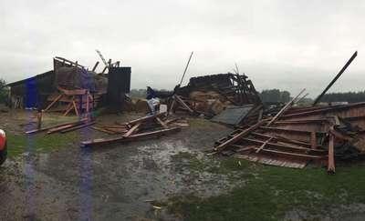 Wiatr zmiótł z powierzchni ziemi stodołę w Romankowie. Są też inne skutki nawałnicy [ZDJĘCIA]