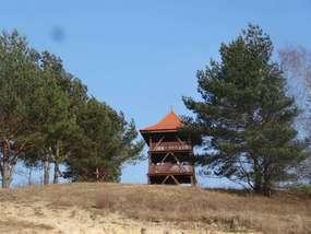 Niezwykła wieża z widokiem na Dolinę Stradanki i Zalew