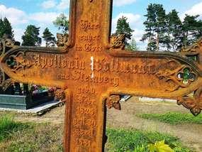 Krzyż na cmentarzu w Jonkowie