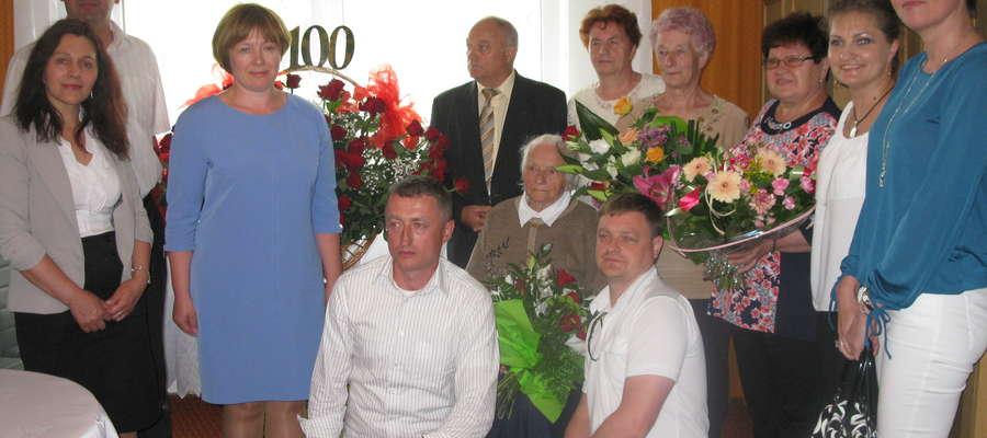 Uroczystość  odbyła się w miejscu zamieszkania pani Antoniny,  w otoczeniu jej najbliższej rodziny, dzieci i wnuków