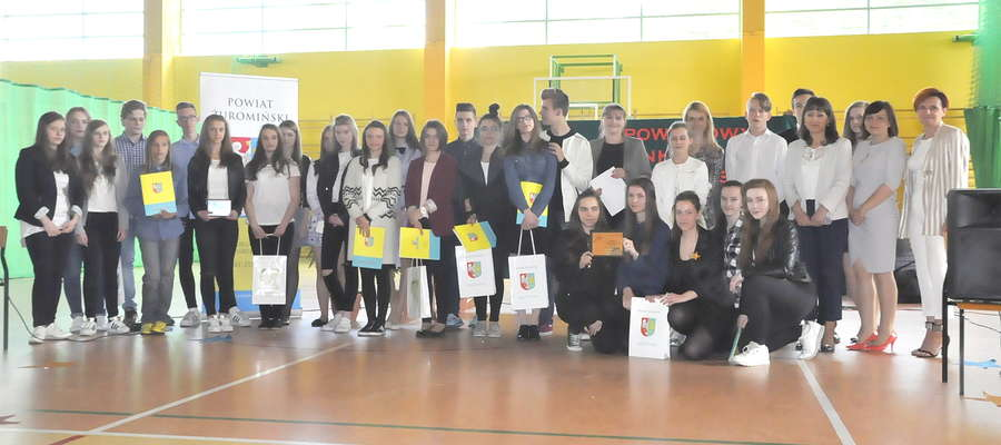 Konkurs został zorganizowany przy współpracy nauczycieli: Ewy Bodek, Anity Szałek, Ewy Szydłowskiej, Anny Nowickiej z Publicznego Gimnazjum w Zespole Szkół w Siemiątkowie.