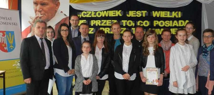 18 maja w Łaszewie rozstrzygnięto wojewódzki konkurs multimedialny o Janie Pawle II fot. zbiory szkoły