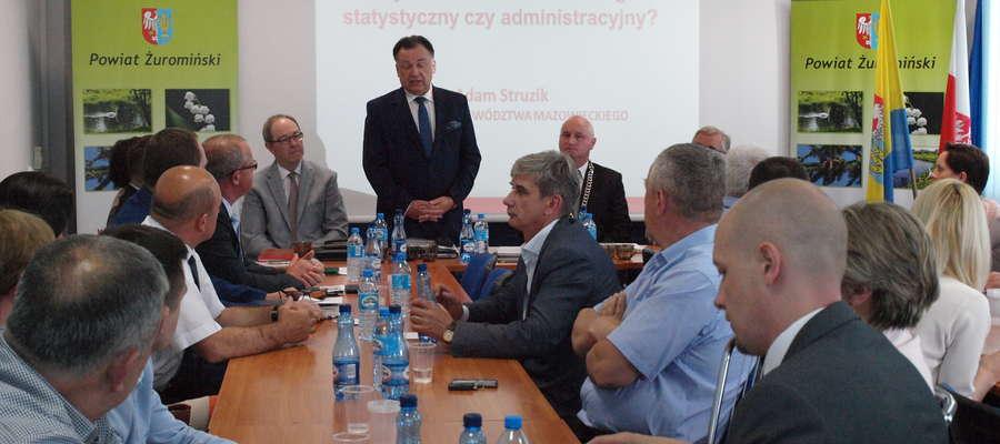 Na sesji Rady Powiatu gościł marszałek Adam Struzik. Mówił o podziale województwa