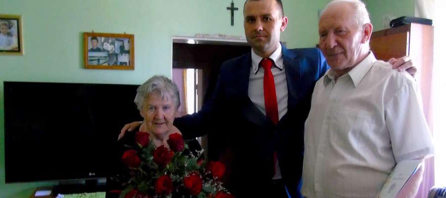 Życzenia jubilatom złożył wójt Bartłomiej Kłoczko
