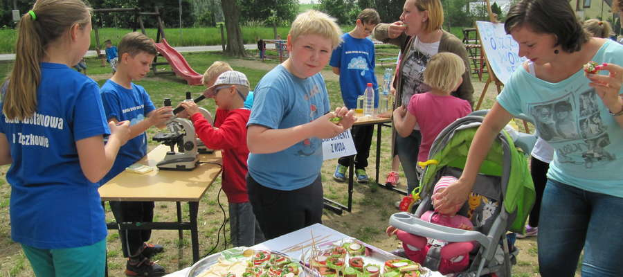 Wszyscy mogli poczęstować się pysznymi, bezmięsnymi kanapkami przygotowanymi przez rodziców.