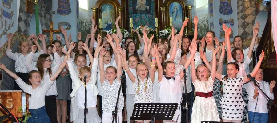 Koncert w kościele w Rychlikach