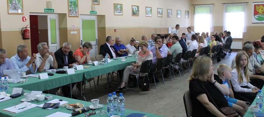 Zebrani w sali GOKu uczniowie i ich rodzice