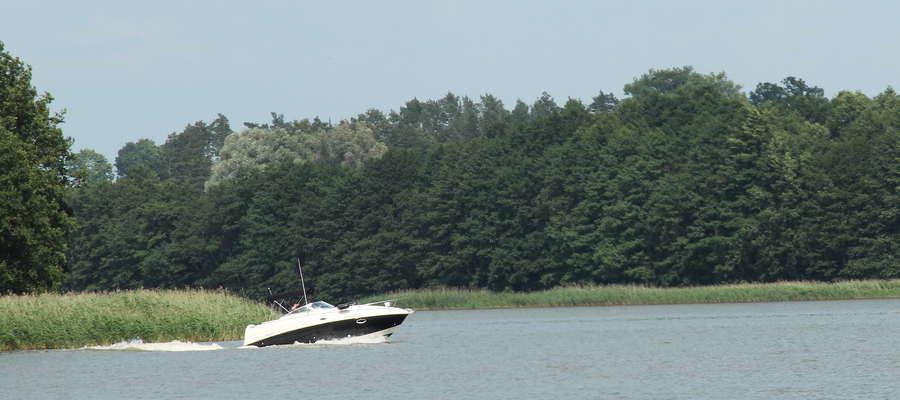 25 czerwca około godziny 14.30 motorówka przecinała jezioro Wojnowo (gmina Miłki), a na tym akwenie obowiązuje strefa ciszy