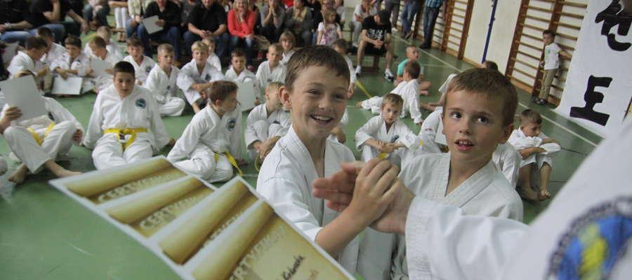 Podsumowanie sezonu odbyło się w sali Zespołu Szkolno-Przedszkolnego nr 1, gdzie zawodnicy Bartoszyckiej Szkoły Taekwondo trenują