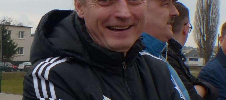Prezes Motoru Marek Olejniczak cieszy się z sukcesu piłkarzy