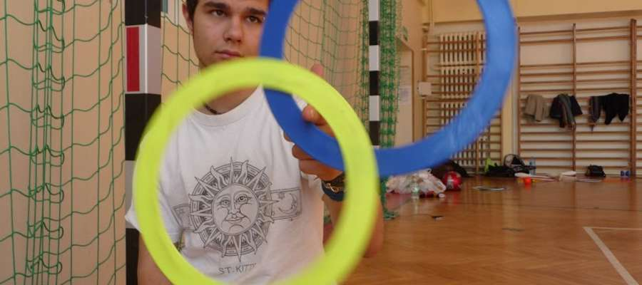 Najlepsi polscy trenerzy będą uczyć m.in. grania na bębnie, żonglerki, szczudlarstwa, tańca z ogniem
