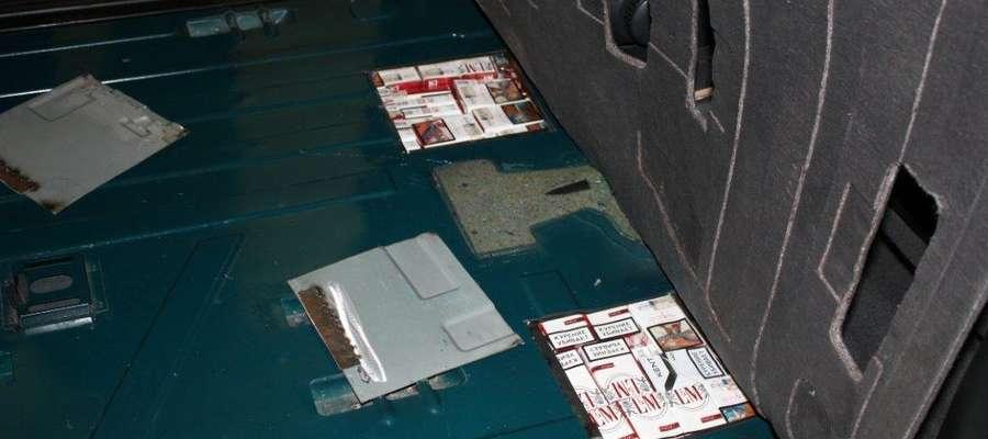 3000 paczek papierosów w przerobionej podłodze litewskiego mercedesa