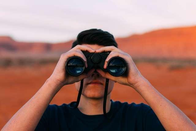 Rodzice podczas wakacji chętniej korzystają z urządzeń szpiegowskich - full image