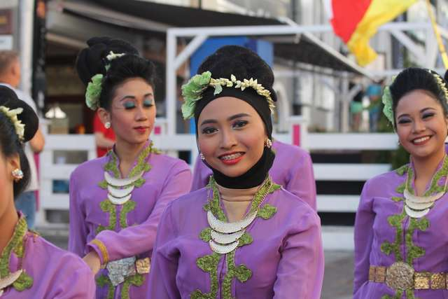 Kolorowa parada na początek Międzynarodowych Dni Folkloru WARMIA - full image