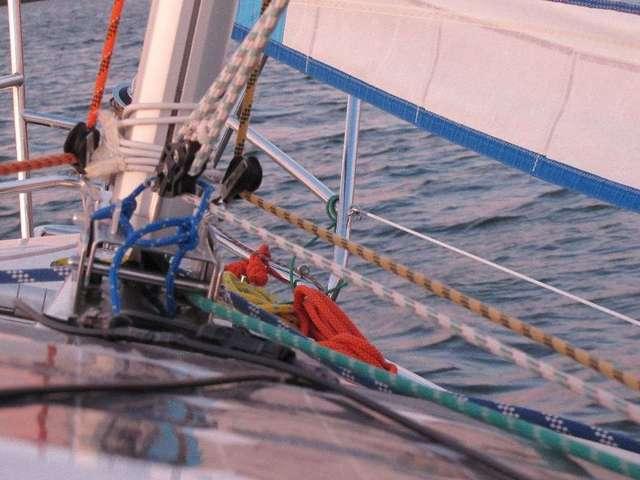 Liny, linki, bloczki i szekle - żeglarska codzienność - full image