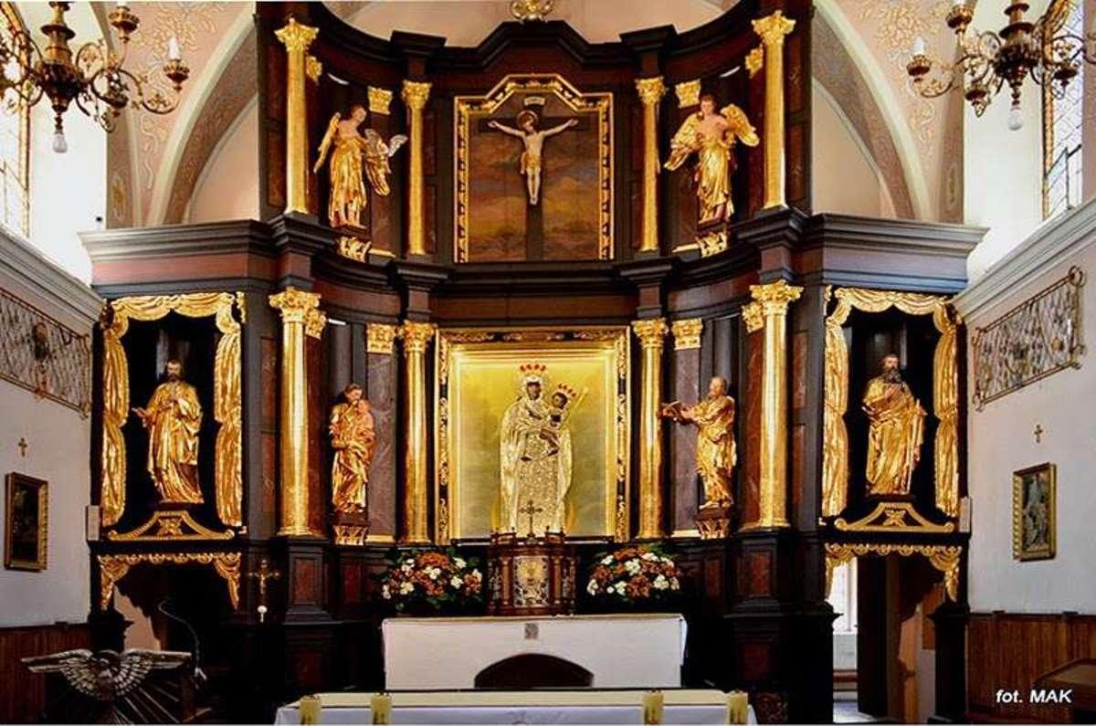Ołtarz w kościele p.w. Nawiedzenia N.P. Maryi - full image