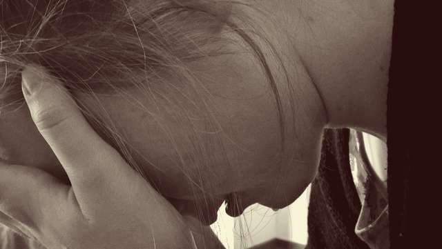 Wzrasta liczba młodych ludzi cierpiących na depresję - full image