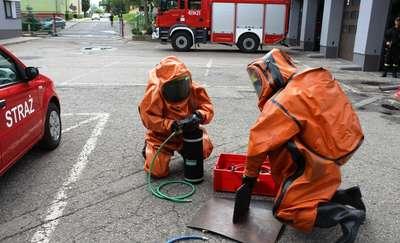Ćwiczyli ze sprzętem ratownictwa chemicznego