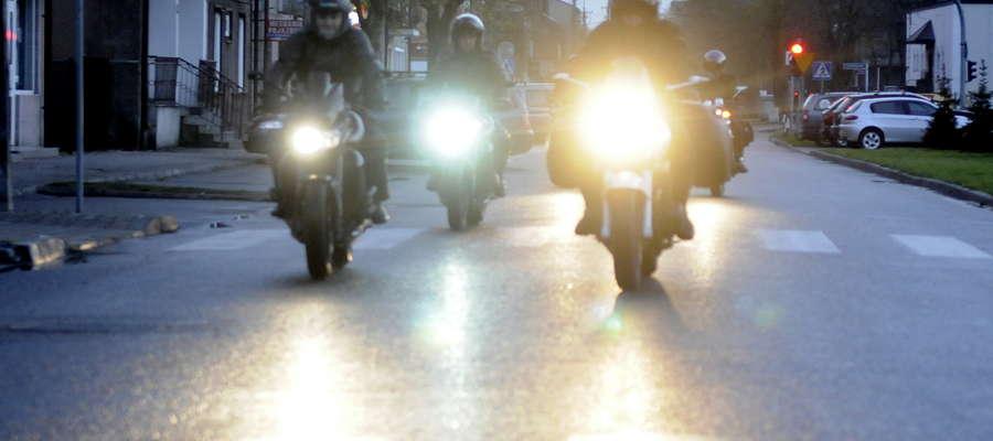 Zdjęcie przedstawia motocyklistów z M8. Ich z pewnością sprawa nie dotyczy, a zdjęcie jest tylko ilustracją do tekstu fot. ae