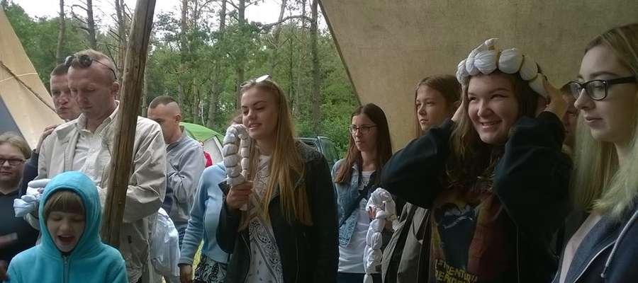 Uczestnicy projektu na warsztatach podczas XIX Szkoły Młodych Wilków na Łazach