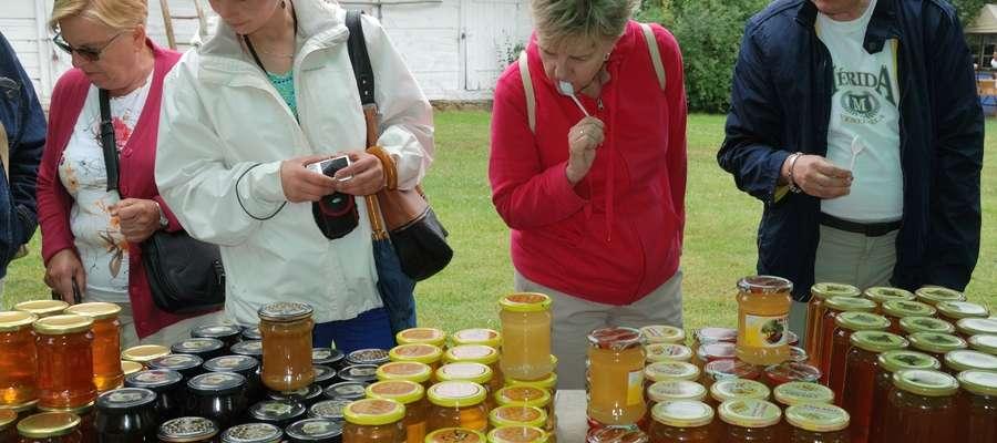 """""""Miodobranie w Skansenie"""" to także degustacja wyrobów pszczelarskich"""