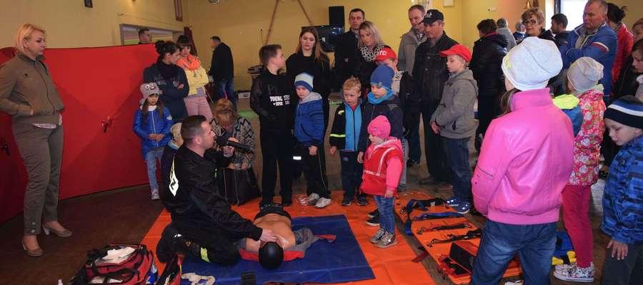 Wśród atrakcji znajdzie się też pokaz strażacki (na zdjęciu pokaz z obchodów Dnia Strażaka w Rożentalu)