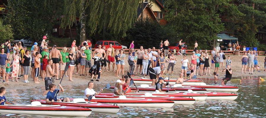 Start do wyścigu kajakowego przez jezioro Partęczyny