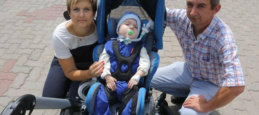 W wózku Bartkowi jest super i wygodnie - cieszy się tata chłopca