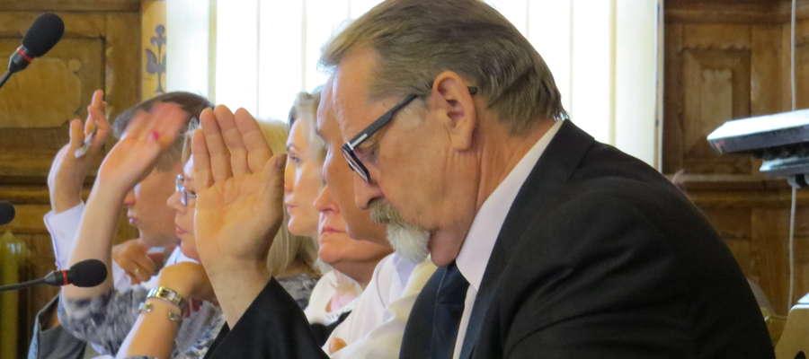 Radni opozycyjni zgodnie głosowali przeciwko przyjęciu absolutorium. Teraz podjętą uchwałę odrzuciła Regionalna Izba Obrachunkowa...