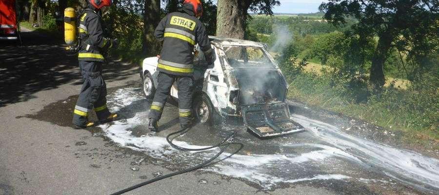 """Podsumowanie tygodnia strażackiego: """"maluch"""" stanął w płomieniach"""