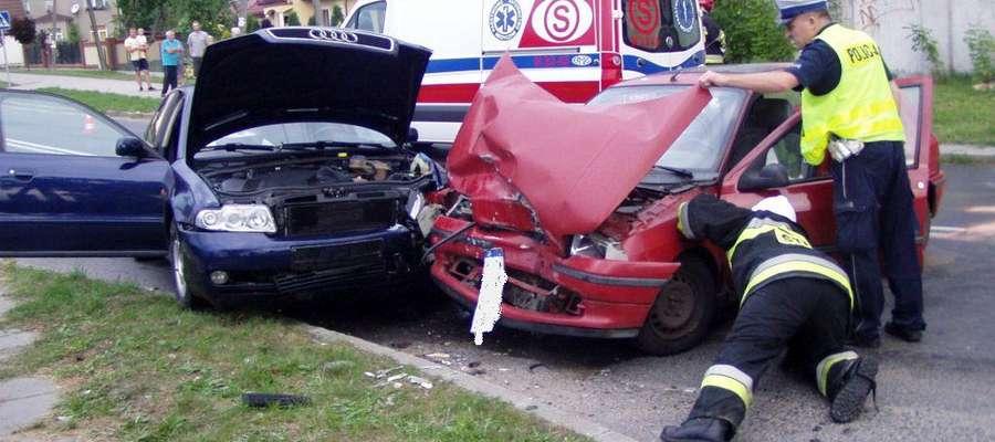 W Jędrychowie czołowo zderzyły się trzy samochody osobowe