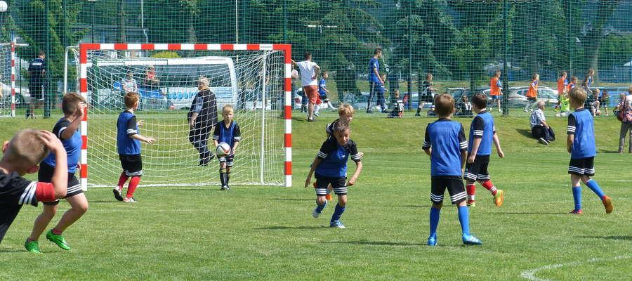 Piłka nożna jest nadal bardzo popularnym sportem wśród dzieci - oby tak zostało