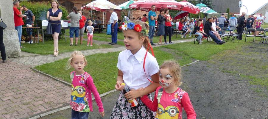 Wielu mieszkańców Tylic, również ci najmłodsi, chętnie spędzili niedzielne popołudnie na festynie