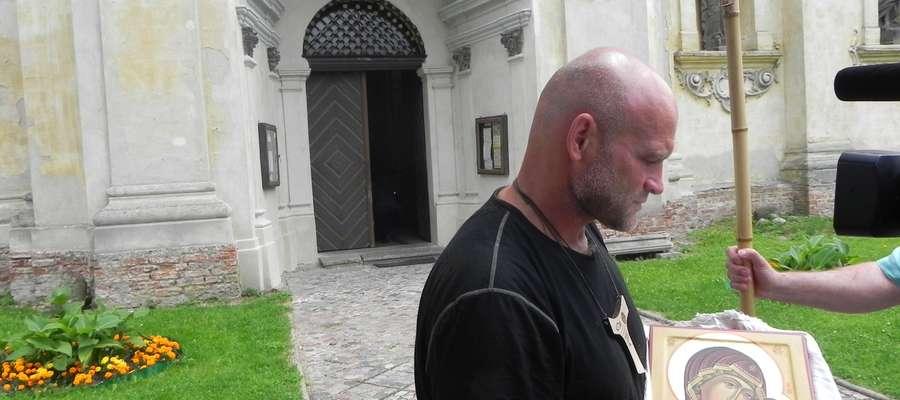 Pielgrzymuje z Kazania do Berlina. Odwiedził sanktuarium w Krośnie
