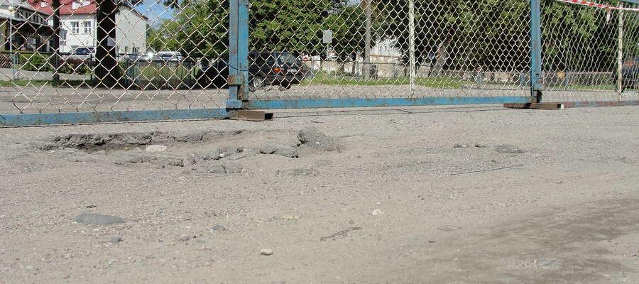 18 lipca teren przy ulicy Fromborskiej ogrodzono, a wykonawca rozpoczął prace budowlane
