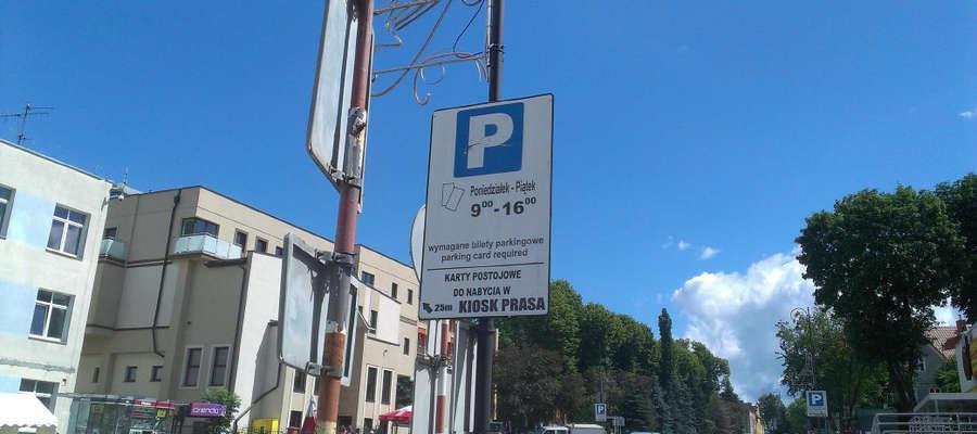 """Jedno ze zdjęć zawartych we wnioskach do burmistrza Bartoszyc i przewodniczącego RM. Tę tablicę autor nazywa """"tablicą reklamową""""."""