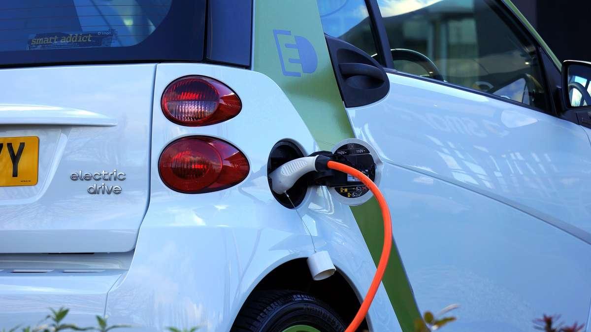 Ile aut elektrycznych mamy w Olsztynie?  - full image