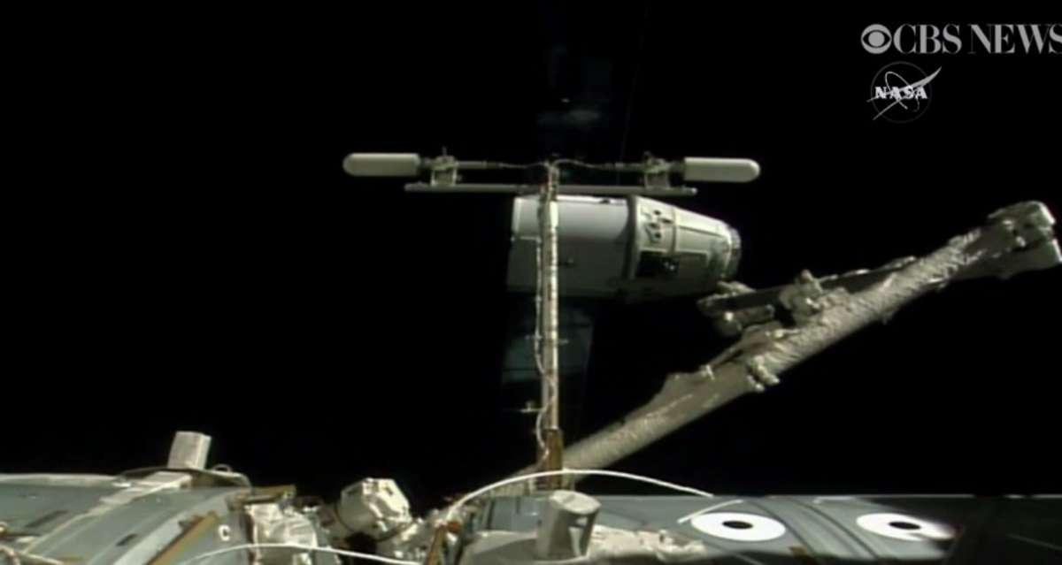 Rakieta SpaceX Dragon opuściła stację ISS i wyląduje na Pacyfiku - full image