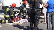 Wypadek na Rycerskiej. Kierowca peugeota potrącił kobietę [zdjęcia]
