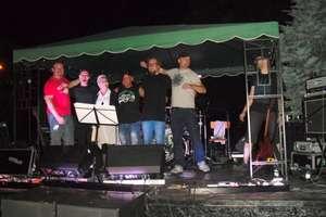 Mieszkańcy bawili się przy muzyce zespołu Autsajt