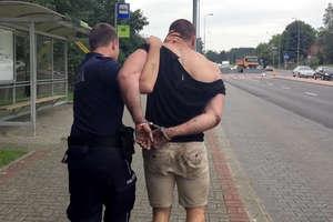 Pościg za piratem drogowym na Sielskiej w Olsztynie. Zostawił narkotyki w krzakach [FILM]