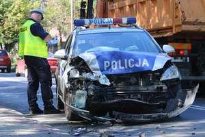 Radiowóz wjechał w BMW na Bałtyckiej w Olsztynie. Policjant w szpitalu