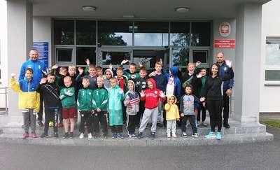 Mali sportowcy z wizytą w gołdapskiej komendzie