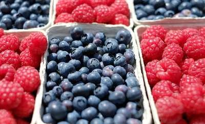 Jakie owoce jeść wiosną i latem?