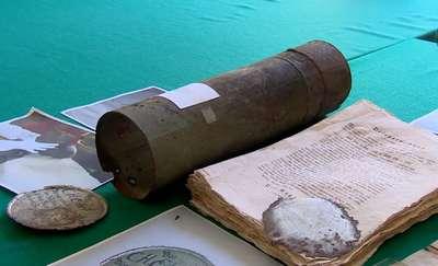W kapsule czasu sprzed 200 lat znaleziono prawdziwe skarby