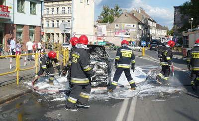 Pożar samochodu osobowego na ul. Mickiewicza w Ostródzie